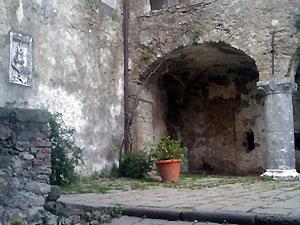al Castello Malaspina, strada facendo